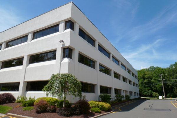 danbury-commercial-landscape-maintenance-005